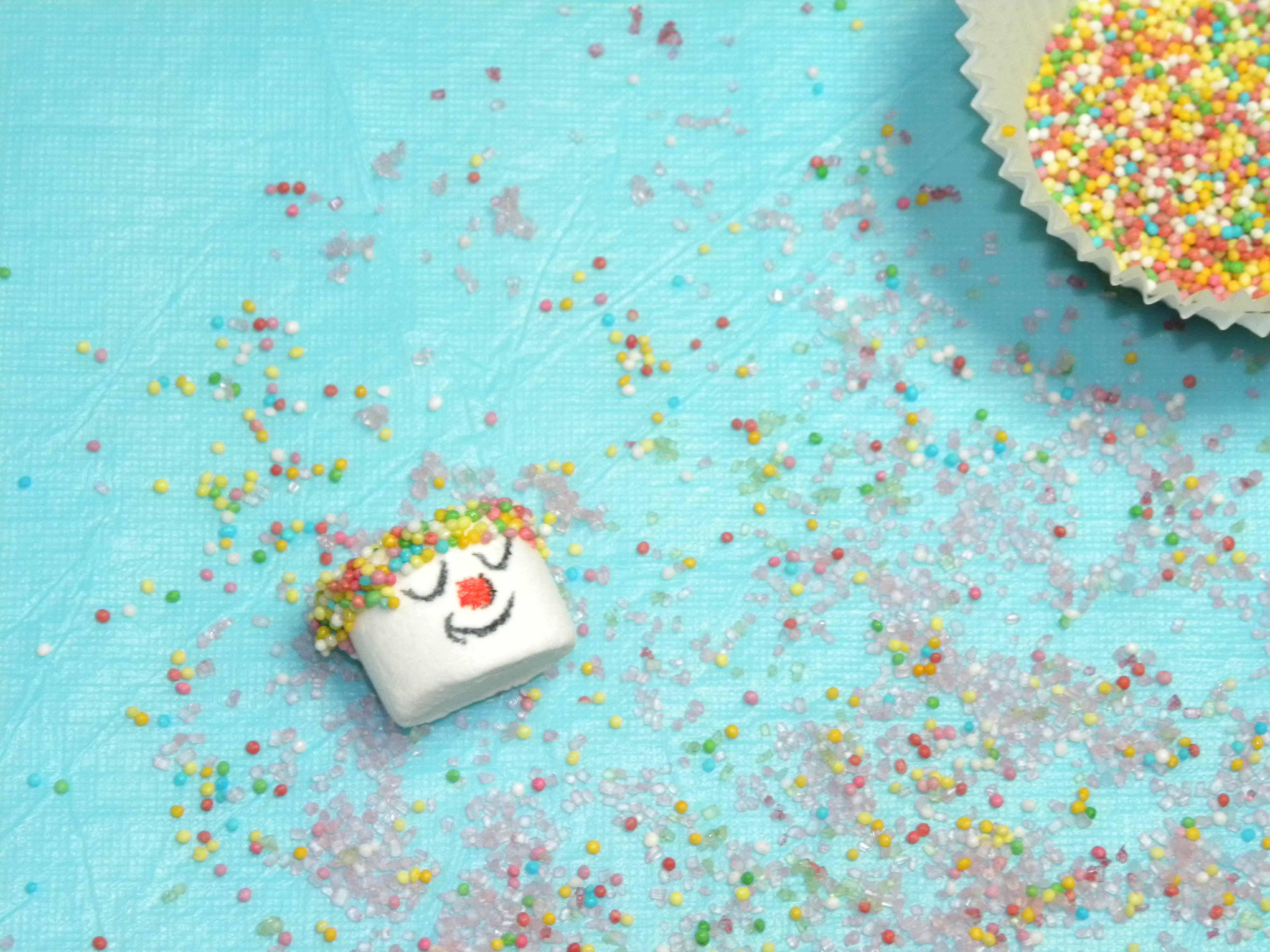Immergere la Testa dei Clowns nello Zucchero Colorato