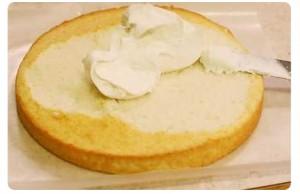 Bagnare il Pan di Spagna e Farcire con la Crema
