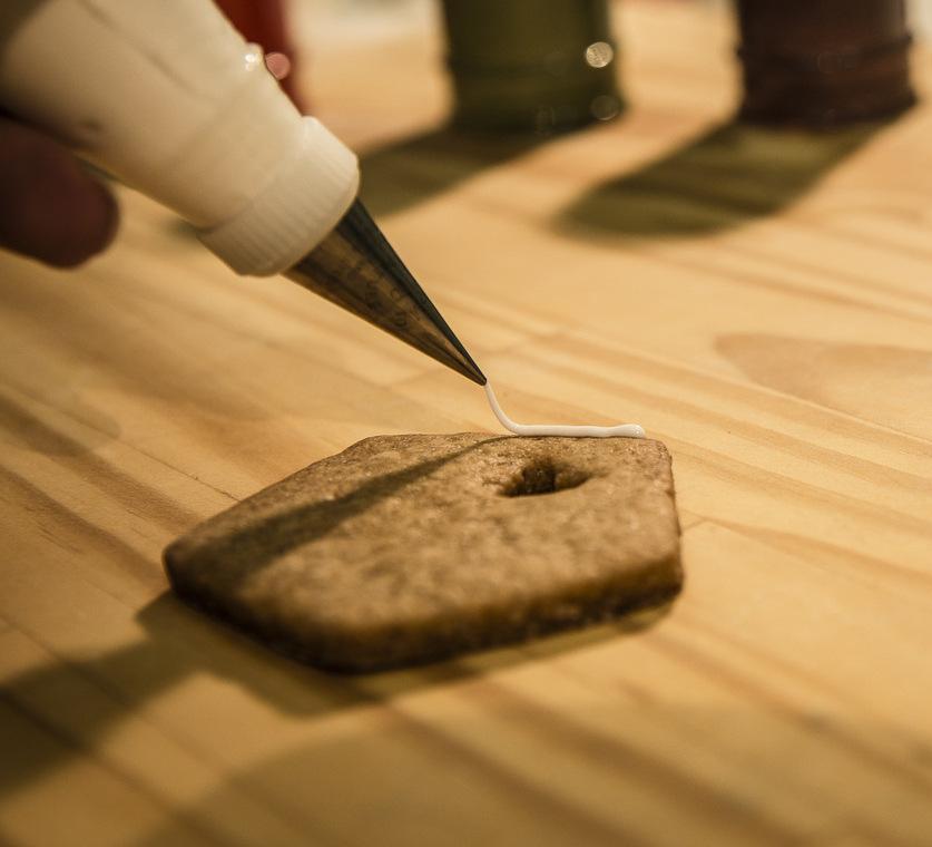 Ripassare i Bordi del Biscotto con la Ghiaccia Reale