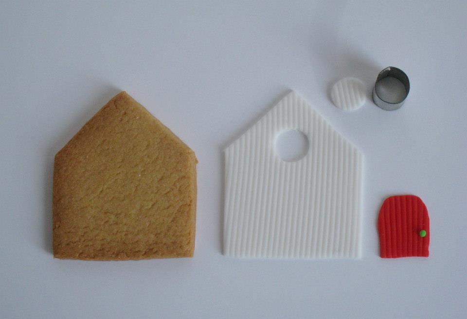 Ritagliare la Casetta in Pasta di Zucchero