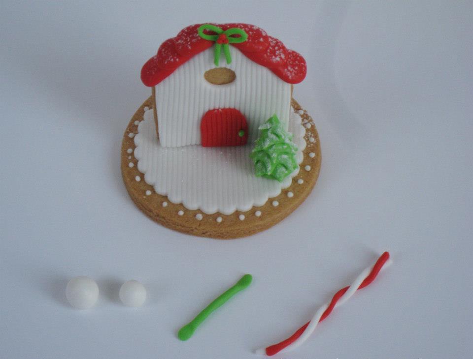 Creare due Palline di Pasta di Zucchero Bianca per il Pupazzo di Neve