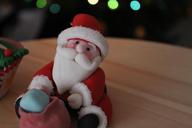 Applicare la Pelliccia al Vestito di Babbo Natale