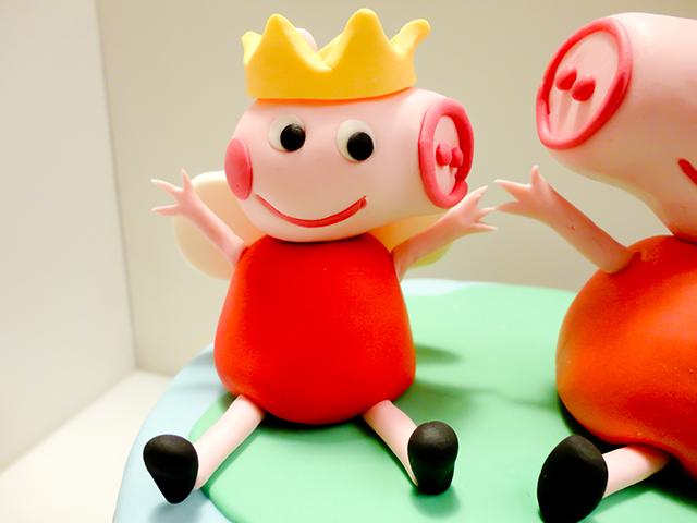 Posizionare la Corona sulla Testa di Peppa Pig