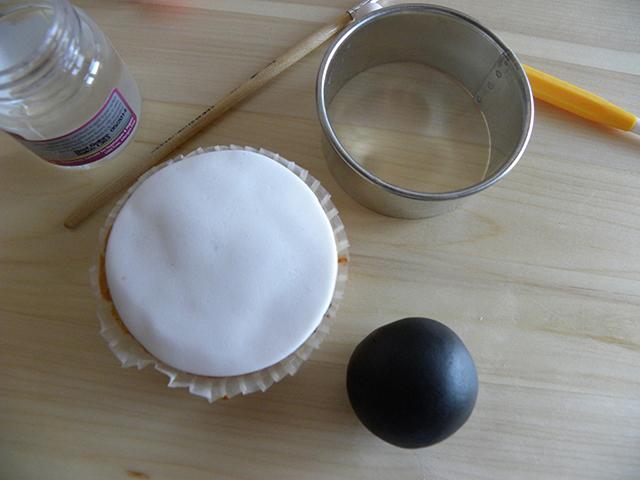 Rivestire il Cupcake con la Pasta di Zucchero Bianca