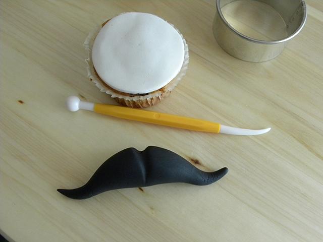 Incidere la Pasta di Zucchero con i Modelling Tool