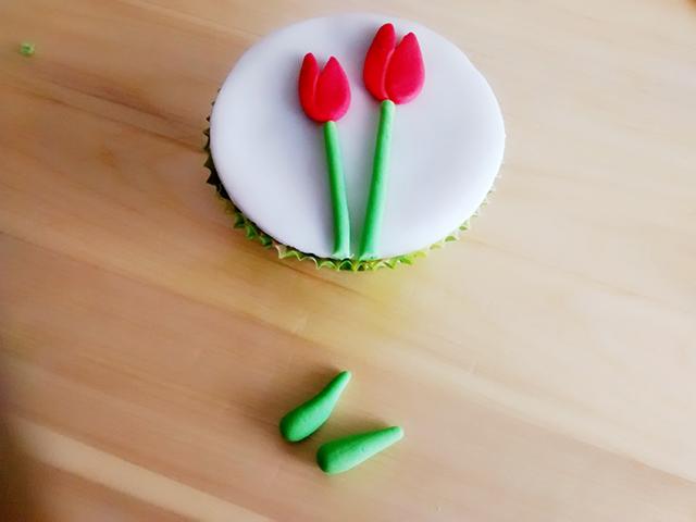 Modellare le Foglie dei Tulipani in Pasta di Zucchero