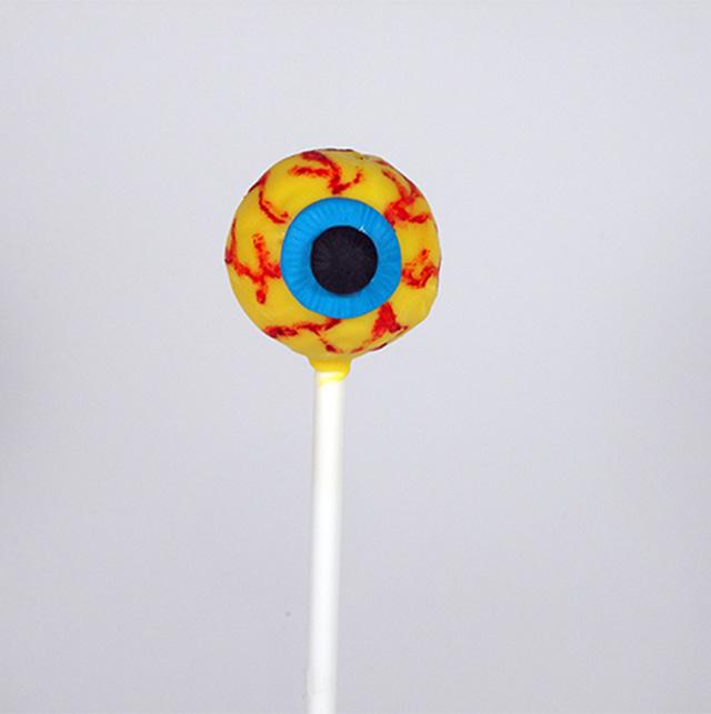 Cake Pops di Halloween: Occhi Paurosi-Incollare l'Iride e la Pupilla sull'Occhio