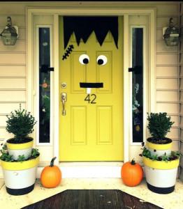 Speciale Halloween 10 Idee per Arredare Casa-Come Decorare la Porta di Casa per Halloween Frankenstein