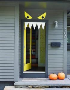 Speciale Halloween 10 Idee per Arredare Casa-Come Decorare la Porta di Casa per Halloween Mostro 1