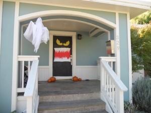 Speciale Halloween 10 Idee per Arredare Casa-Come Decorare la Porta di Casa per Halloween Mostro