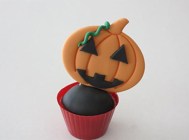 Tutorial Cake Design Cupcakes di Halloween con Zucca in PDZ Applicare la Zucca in PDZ sul Cupcake