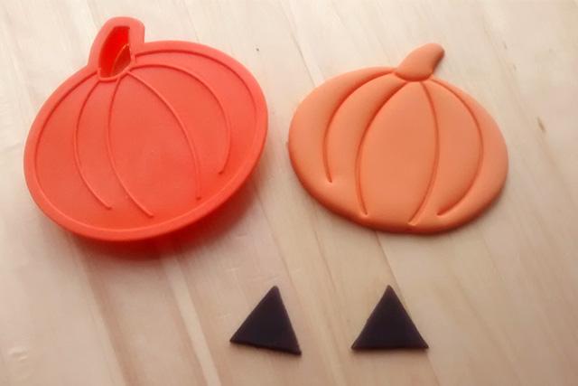 Tutorial Cake Design Cupcakes di Halloween con Zucca in PDZ Ricavare la Zucca in PDZ con il Tagliabiscotti