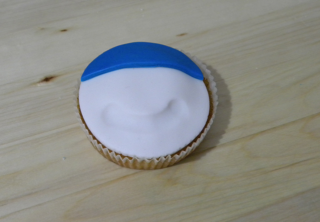 Tutorial di Natale: Cupcake Pupazzo di Neve-Applicare il Cappello del Pupazzo di neve