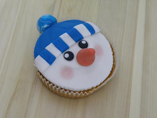 Tutorial di Natale: Cupcake Pupazzo di Neve-Colorare le Gote del Pupazzo di Neve