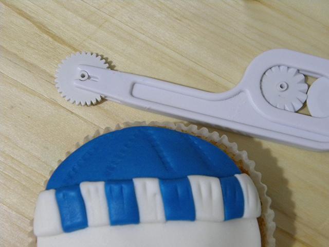 Tutorial di Natale: Cupcake Pupazzo di Neve-Creare le Cuciture del cappello del Pupazzo di neve