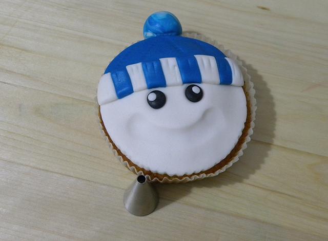 Tutorial di Natale: Cupcake Pupazzo di Neve-Realizzare i Punti Luce degli Occhi