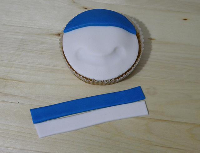 Tutorial di Natale: Cupcake Pupazzo di Neve-Ritagliare due Strisce di PDZ