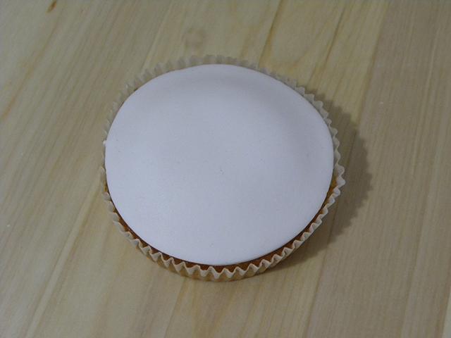 Tutorial di Natale: Cupcake Pupazzo di Neve-Rivestire il Cupcake con la PDZ Bianca