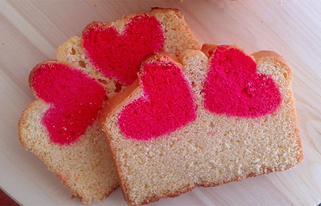 Ricetta di San Valentino Plumcake con Cuore all'Interno-Tagliare il Plumcake per Vedere l' Interno Decorato