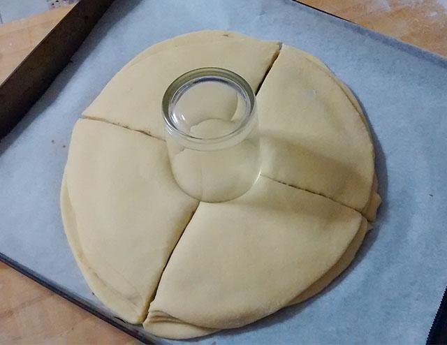 Pan Brioche alla Nutella-Dividere il Pan Brioche in 4 Spicchi