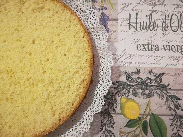 Torta alla Frutta con Crema Pasticcera al Limoncello- Preparare un Disco di Pan di Spagna